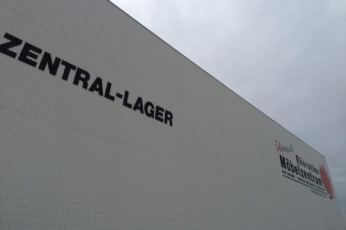 Zentrallager des Rösrather Möbelzentrums Höffner